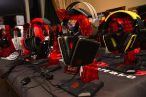 Thermaltake_CES_2014_Headsets_3-pcgh